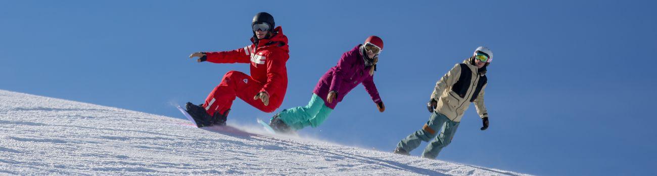 Cours collectifs adultes de Snowboard à l'ESF Isola 2000