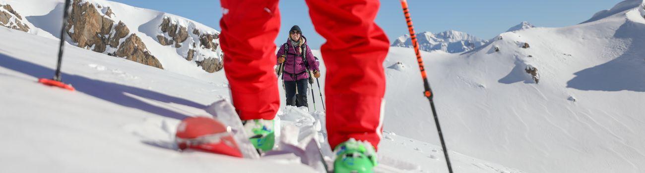 Moniteur ESF Isola 2000 et ses élèves en sortie ski de randonnée