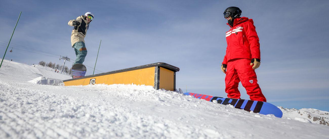 Ado en Freestyle Snowboard avec son moniteur