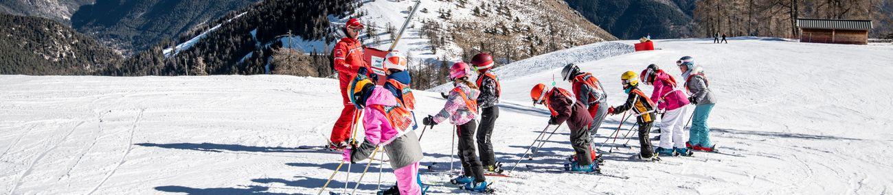 Enfants en cours collectifs de ski avec l'ESF La Colmiane