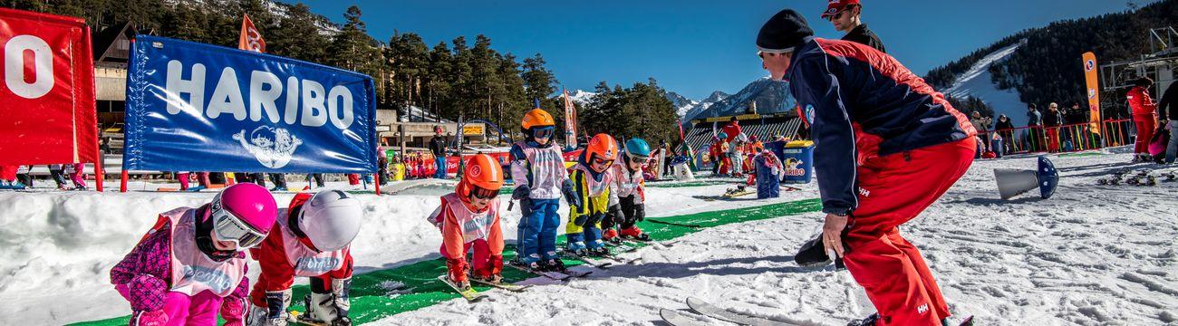 Petits en cours de ski au Club Piou-Piou de La Colmiane