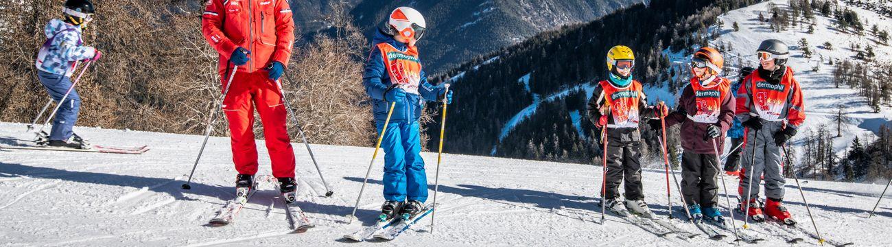 Enfants en ski sur les pistes de La Colmiane