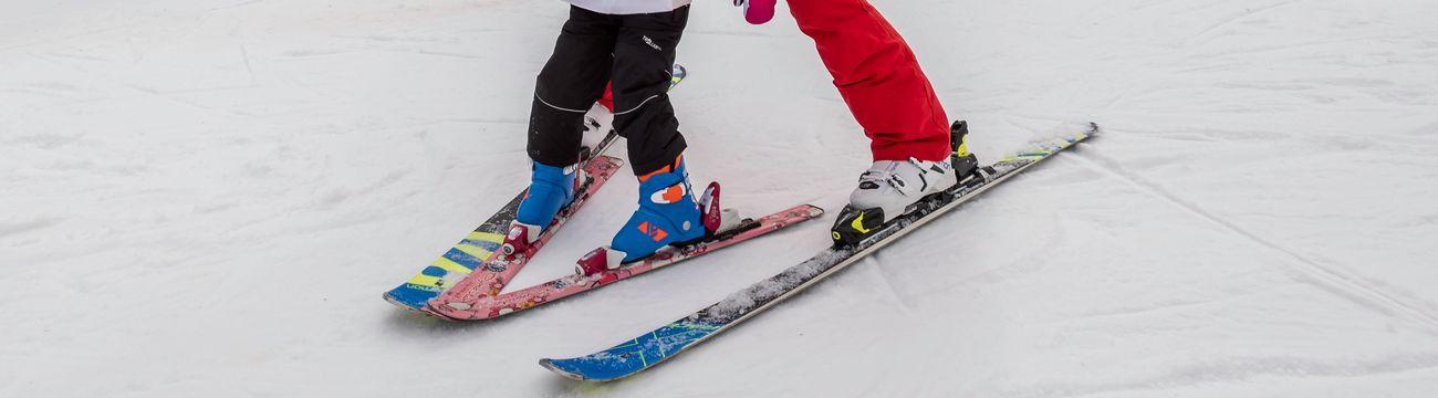 Petit dans les skis de son moniteur à La Colmiane