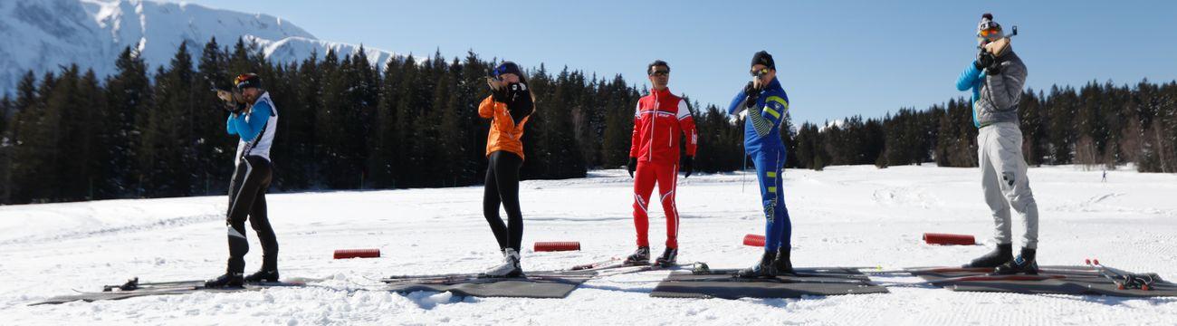 Élèves en initiation de biathlon à La Colmiane