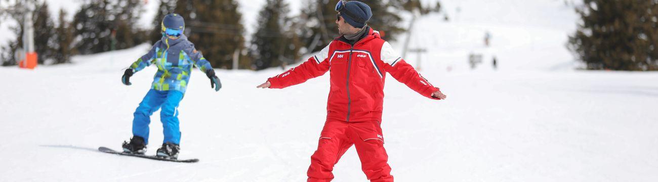 Enfant et son moniteur en Snowboard à La Colmiane