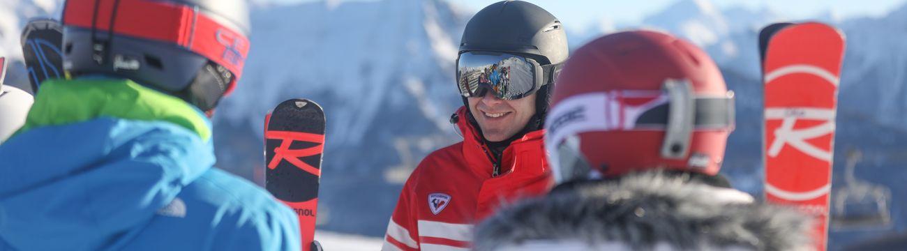 Moniteur ESF La Colmiane face à ses élèves lors d'un cours de ski