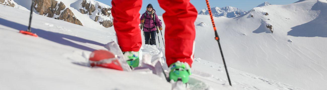 Moniteur et ses élèves en Ski de Randonnée à La Colmiane
