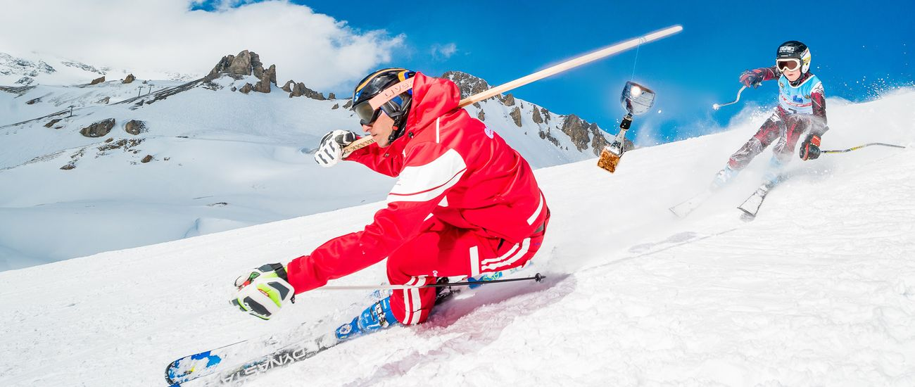 Course de ski alpin entre un moniteur ESF et un ado