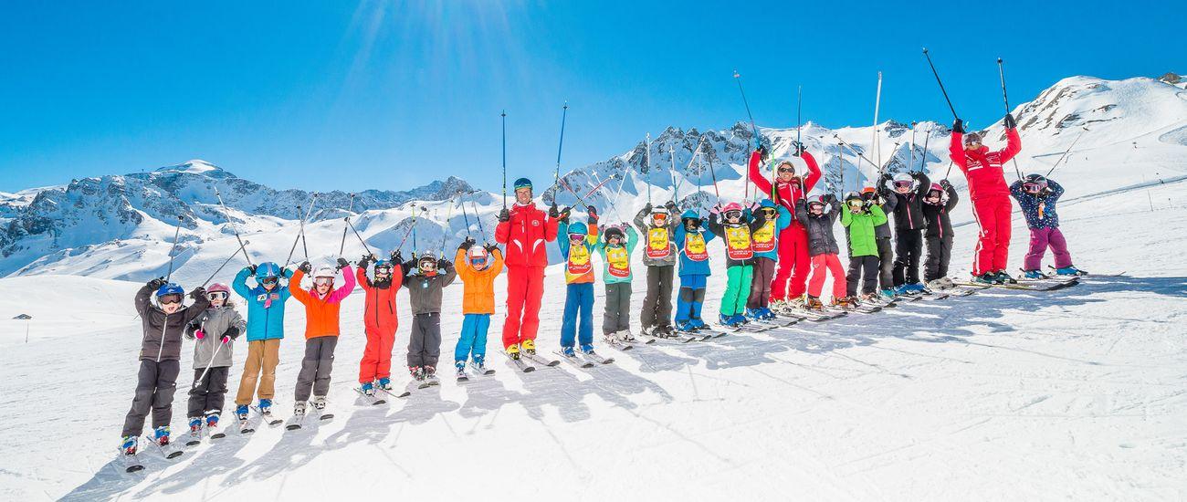 Groupe d'enfants en cours collectifs de ski à l'ESF Tignes Les Brévières
