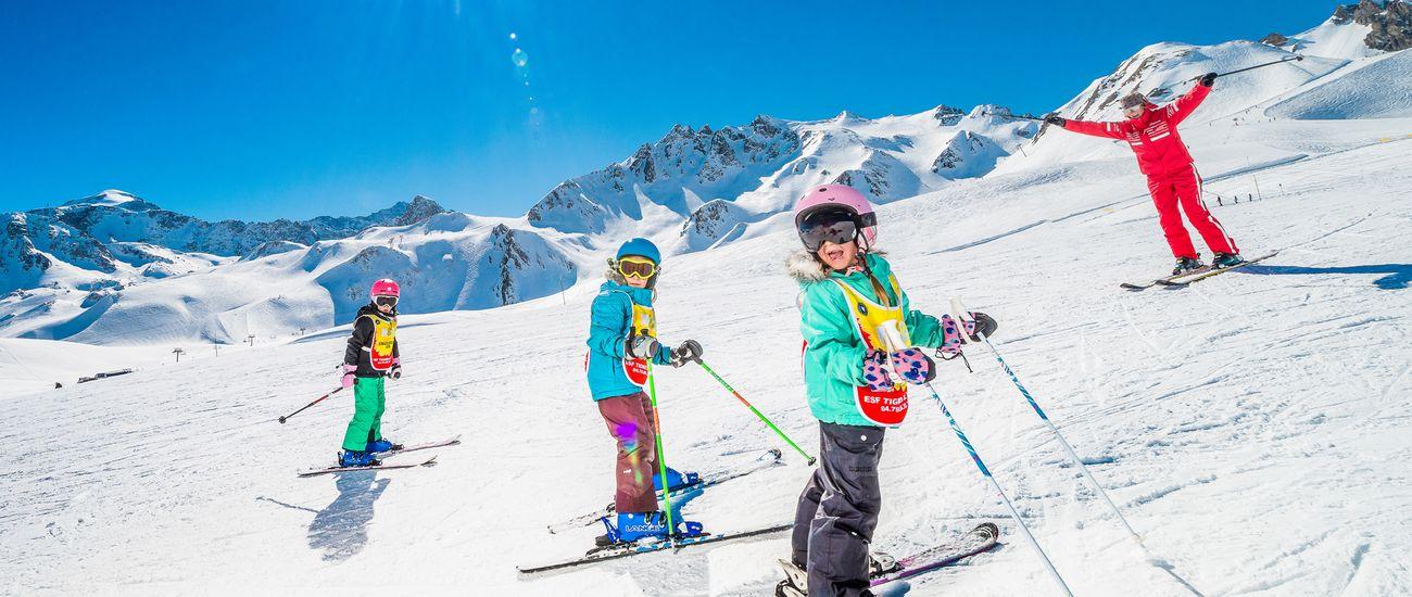 Enfants en cours collectifs de ski à l'ESF Tignes Les Brévières