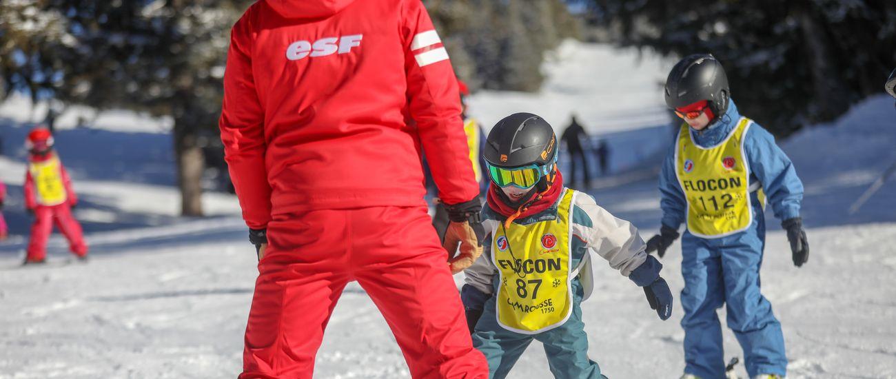 Deux enfants en stage ourson à Tignes Les Boisses