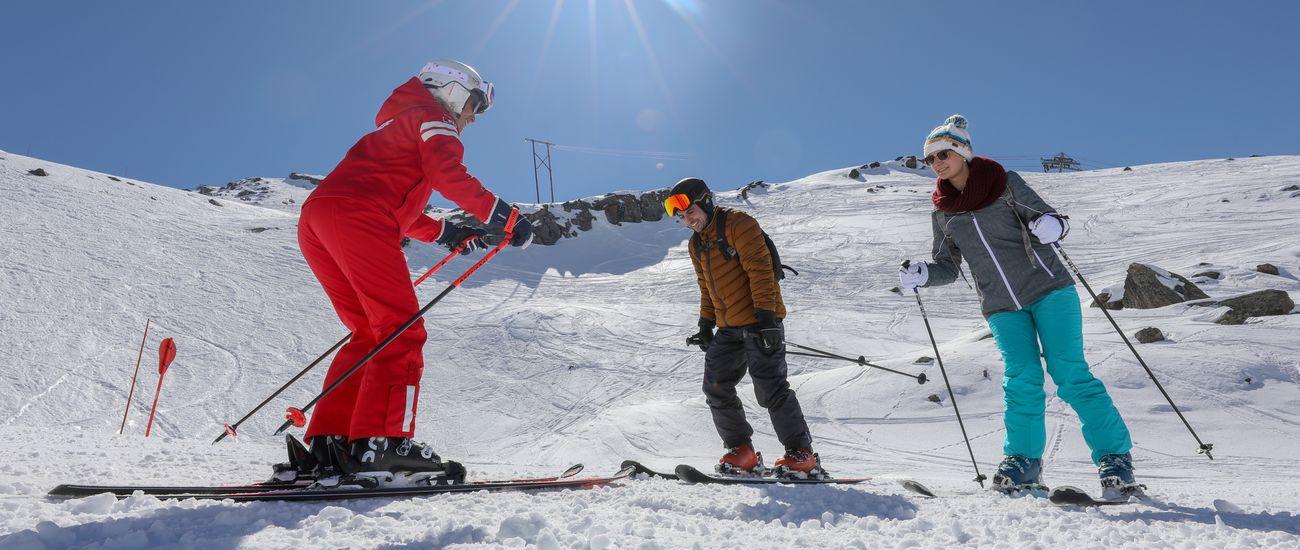 Cours collectif de ski débutant adulte à l'ESF Tignes Les Brévières