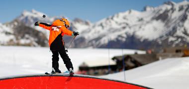 Enfant entre 6 et 12 ans en ski Freestyle à Tignes Les Brévières